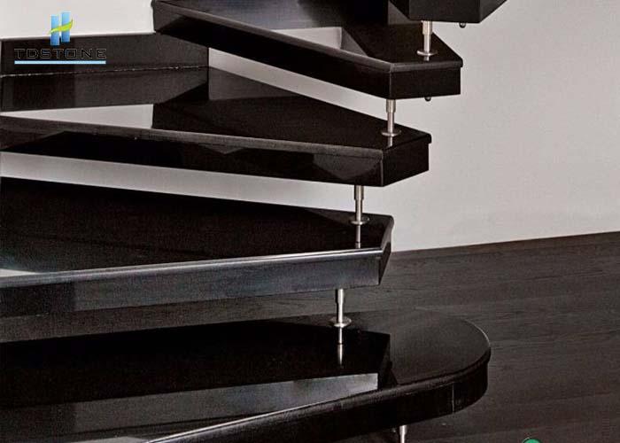 đá cầu thang đá granite đen rẻ quạt