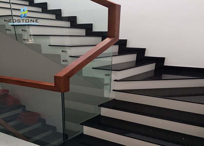 đá cầu thang đen trắng 1