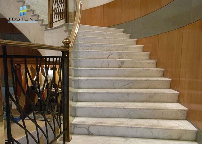 đá cầu thang màu trắng hoa cương