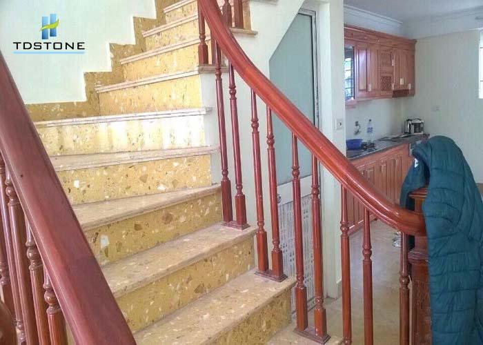 Đá cầu thang màu vàng