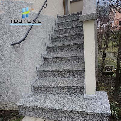 đá ốp cầu thang trắng suối lau 1